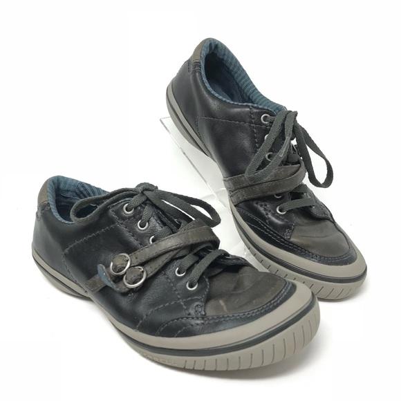 9bf8c9ee79af Merrell Women s 7 Vesta Navy Sneakers. M 5b67a3718158b5ae00532722